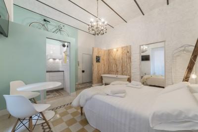 Romantic Vintage Colosseum Suite